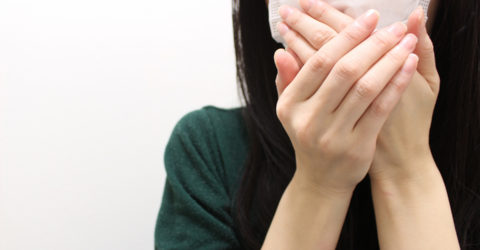 感染は、咳やクシャミよりも手から伝染る?